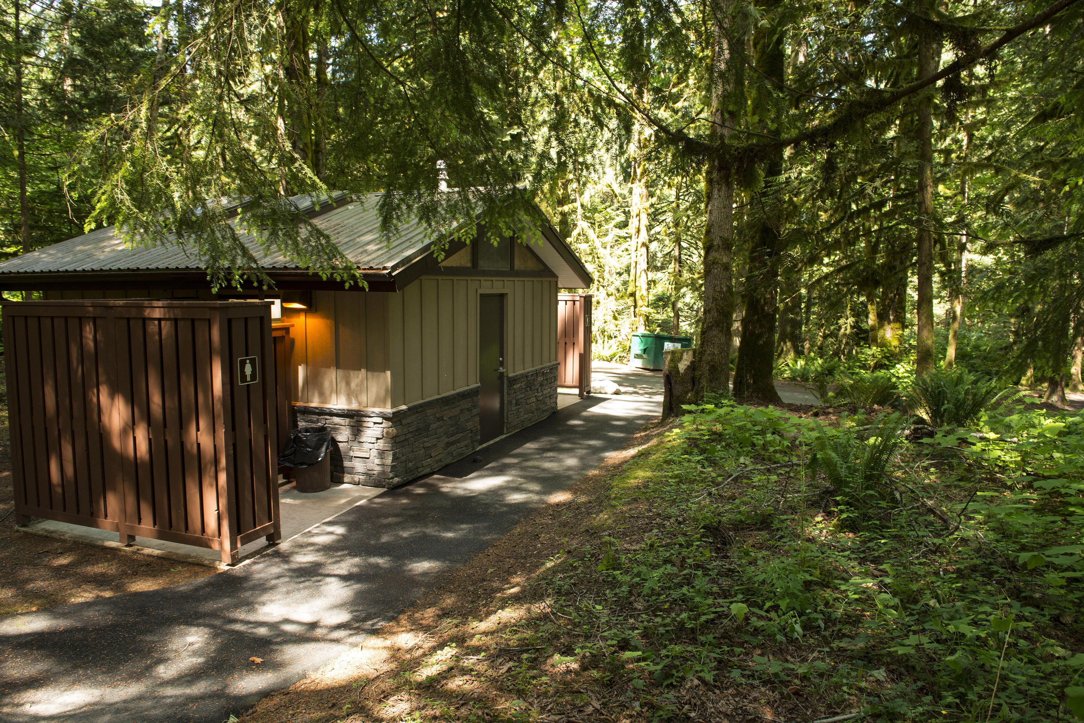 Entrance bay campground cultus lake provincial park for Cabins at cultus lake