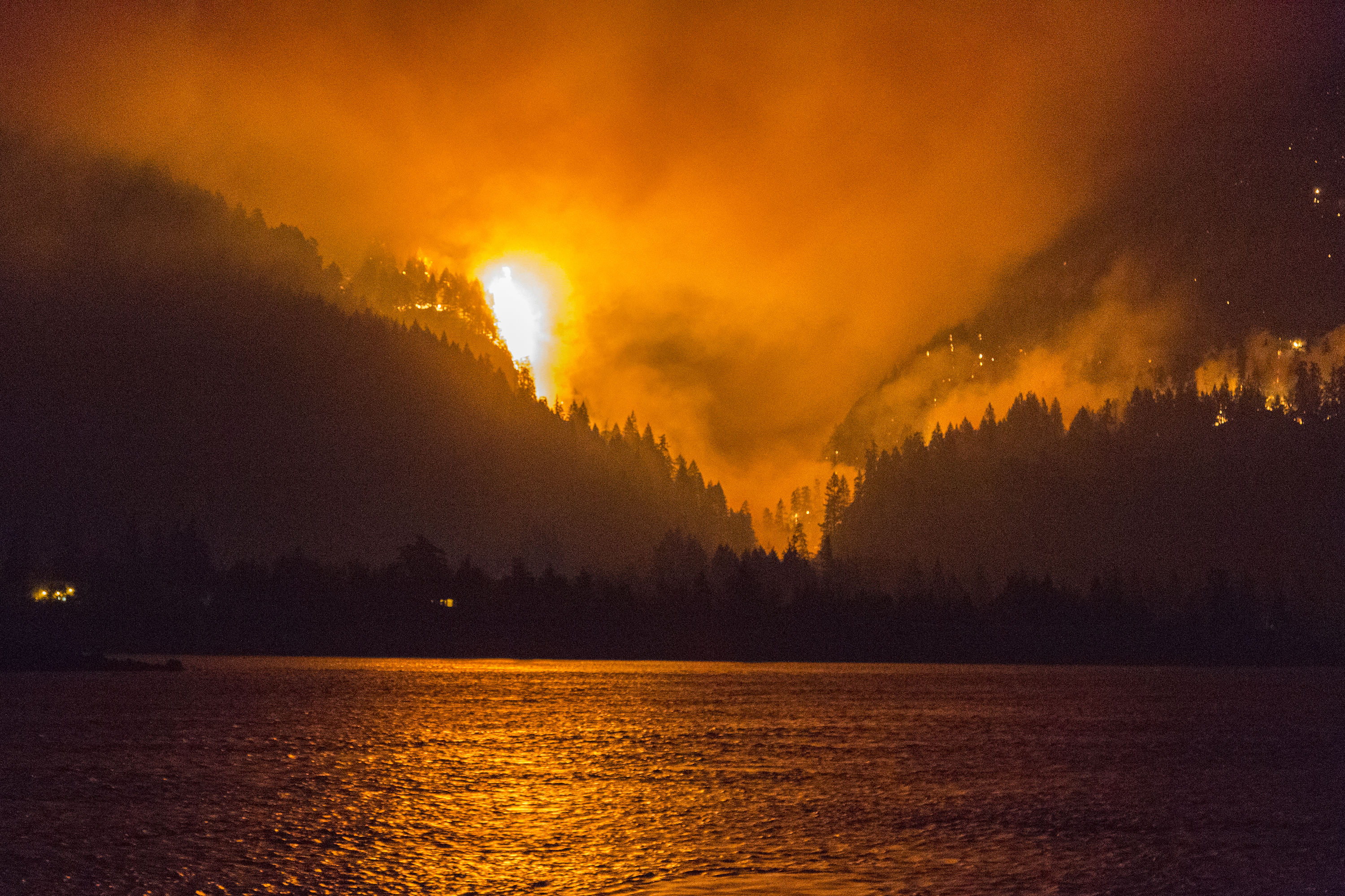 The Eagle Creek Fire Burns Sept 4 Above Cascade Locks Ore In