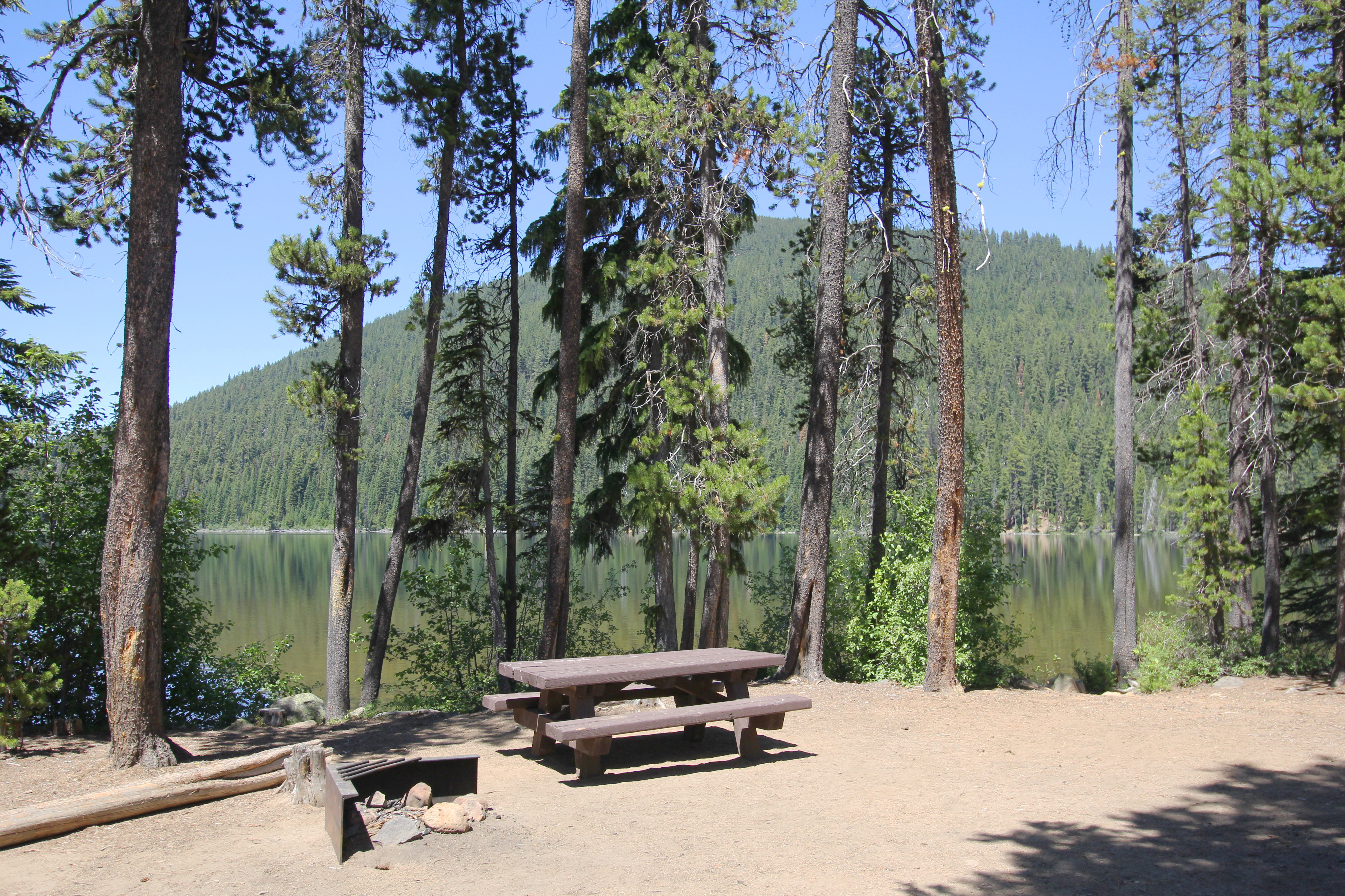 Little cultus lake campground deschutes national forest for Cabins at cultus lake