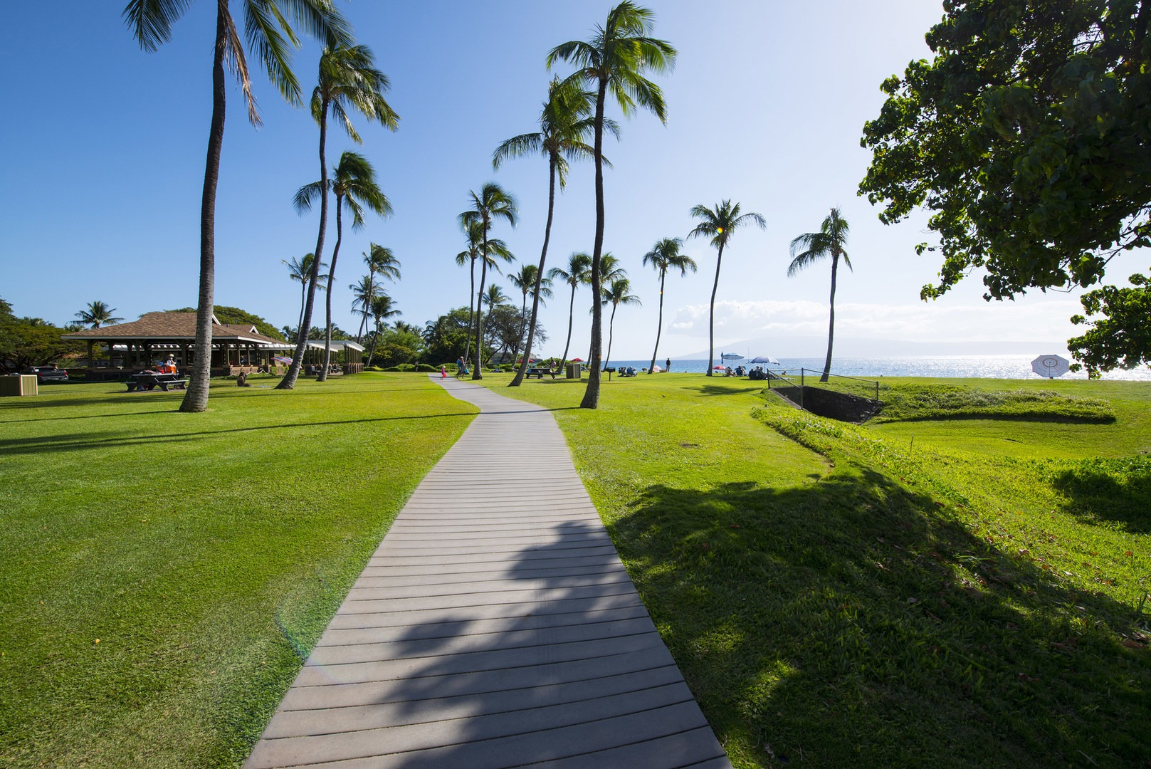 The Ka Anapali Beachwalk At Kahekili Beach Park Airport