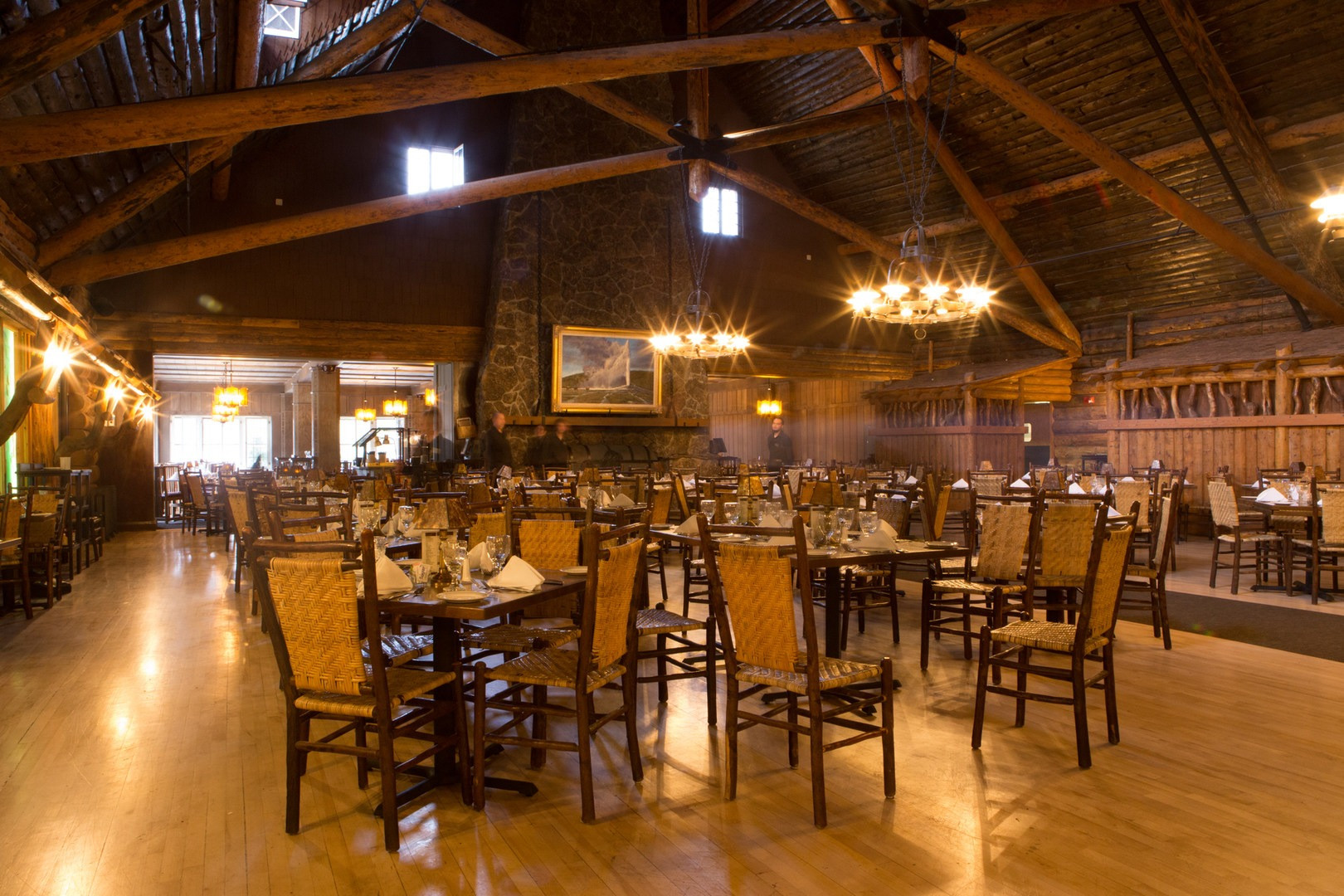 old faithful inn - yellowstone national park - lodging in wyoming