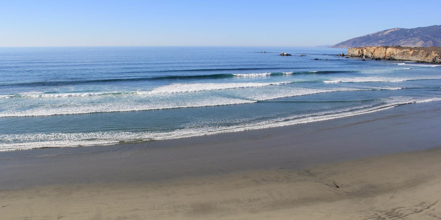 A Clean Swell Wraps In At Sand Dollar Beach Best West Coast Beaches For Surfing Pleasure Point Near Santa Cruz