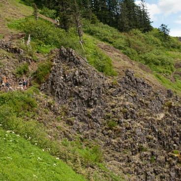 ancient basalt dike- Saddle Mountain
