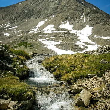 The outlet of Goat Lake with Standhope Peak behind.- Broad Canyon: Betty, Goat + Baptie Lakes and the Surprise Valley Divide