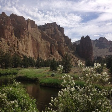 River Trail, coming from Misery Ridge, at Smith Rock. - Smith Rock, River Trail Hike