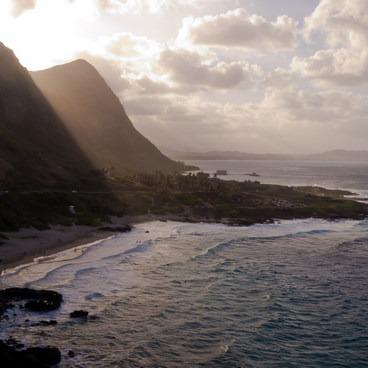 Light afternoon light over Makupu'u Beach- Makapu'u Lookout
