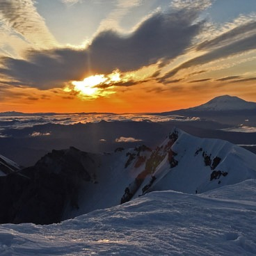 Sunrise from the crater rim- Mount St. Helens Worm Flows Hike