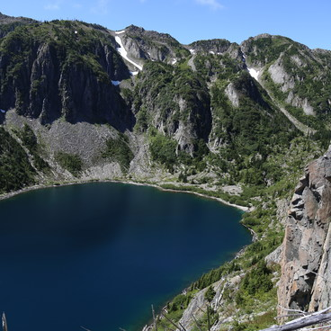The blue water of Shovel Lake looks enticing from above- Mount Margaret Backcountry Lakes