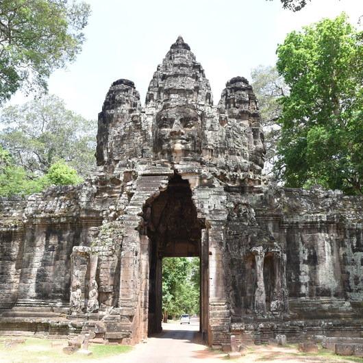 Hiking the Angkor Thom Wall