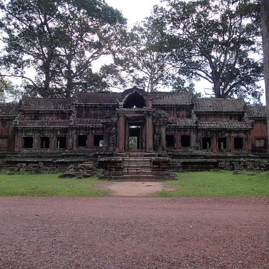 Angkor Wat Wall + Moat Trail