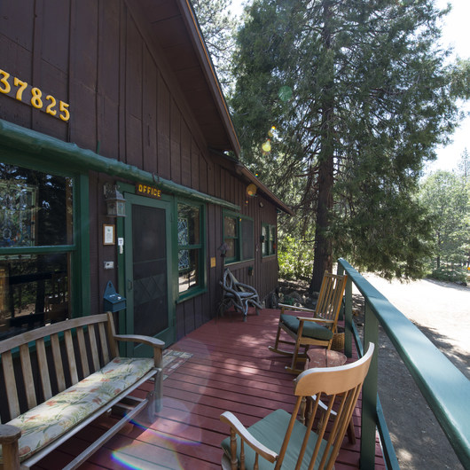 The Lodge at Angelus Oaks, Secluded Cabins
