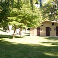Restroom and shower facilities.- Deschutes River State Recreation Area Campground