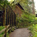 Portland Audubon Society.- Pittock Bird Sanctuary Nature Trail