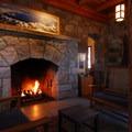 Crater Lake Lodge hearth near reception.- Crater Lake Lodge