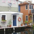 Floating homes along Lake Union.- Lake Union