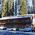 Kokanee Lodge at Shelter Cove Resort.- Shelter Cove Resort + Marina
