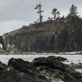 La Push, Second Beach with Natural Arch.- La Push, Second Beach