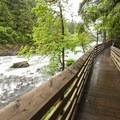 Snoqualmie Falls Lower Park boardwalk.- Snoqualmie Falls