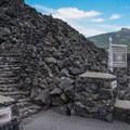 The Dee Wright Observatory.- Lava River National Recreation Trail