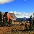 Sunrise Visitor Center.- Mount Fremont Lookout Trail