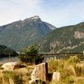 Visitors at Diablo Lake Overlook.- Diablo Lake Overlook