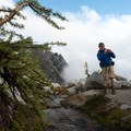 Hiking in the Enchanments.- Enchantment Lakes Hike via Snow Lakes