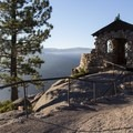 Glacier Point's Geology Hut.- Glacier Point