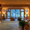 Sun Mountain Lodge lobby.- Sun Mountain Lodge