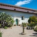Garden courtyard.- Mission San Juan Bautistia