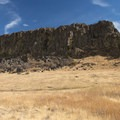 Horsethief Butte.- Horsethief Butte Hike + Rock Climbing Area