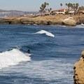 Surfing along Sunset Cliffs.- Sunset Cliffs Natural Park