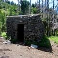 Cairn Basin shelter.- Cairn Basin + McNeil Point via the Vista Ridge Trail