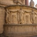 Architectural detail along the Palace of Fine Arts.- Palace of Fine Arts