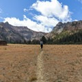 Just entering the Bear Basin plain.- Bear Basin + Seven Up Pass