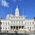 View of New York City Hall in City Hall Park. Photo by MusikAnimal (CC 4.0).- City Hall Park