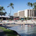 Kona Beach.- Kona Beach, 'Ahu'ena Heiau + Kailua Pier