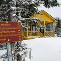 Trail indications at the Pèlerins shelter- Three Summits Loop