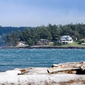 House on the other side of the beach.- San Juan Island: Jakle's Lagoon