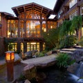 The courtyard at the Alderbrook.- Alderbrook Resort + Spa