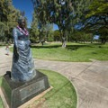 Statue of Queen Kapi'olani at Queen's Beach.- Queen's Beach / Walls + Kapi'olani Beach Park