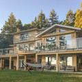 Rae Leigh Heights Bed and Breakfast at golden hour.- Rae Leigh Heights Bed + Breakfast