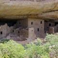 Spruce Tree House cliff dwellings.- Petroglyph Point Trail