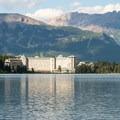 Fairmont Chateau on Lake Louise.- Lake Louise Lakeshore Trail