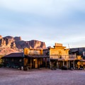 Goldfield Ghost Town and the Superstition Mountains.- Goldfield Ghost Town