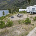 Typical campsite at Arapaho Bay: Moraine Loop Campground.- Arapaho Bay: Moraine Loop Campground