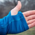 The sleeves are quite long, but they have comfortable thumb holes.- Gear Review: Icebreaker BodyFitZONE 150 Zone Long Sleeve Shirt