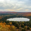 Oberg Lake.- 15 Perfect Day Hikes to Find Fall Foliage