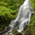 Fairy Falls high above Wahkeena Falls.- Hiking in the Columbia River Gorge