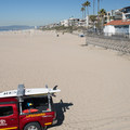 Manhattan Beach looking north with restrooms and outdoor showers at right.- Surfer's Guide to LA