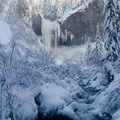 Tamanawas Falls in winter.- 12 Reasons to Visit Mount Hood in the Winter